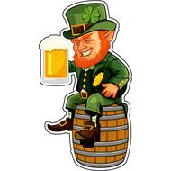 Наклейка Лепрекон с пивом сидит на бочке, фото 1